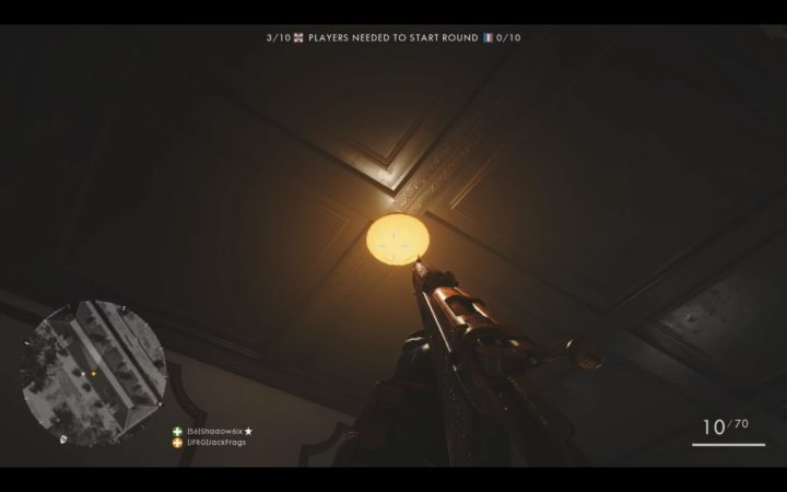 天井のライトは射撃で破壊