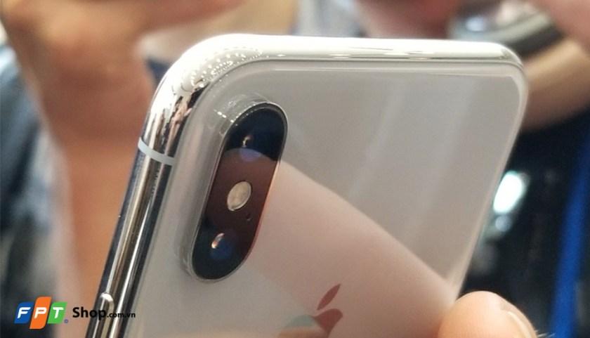 Pin của iPhone X 64GB bền bỉ, hỗ trợ sạc không dây