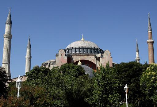 La transformation de Sainte-Sophie en mosquée, un choix déploré dans le monde entier