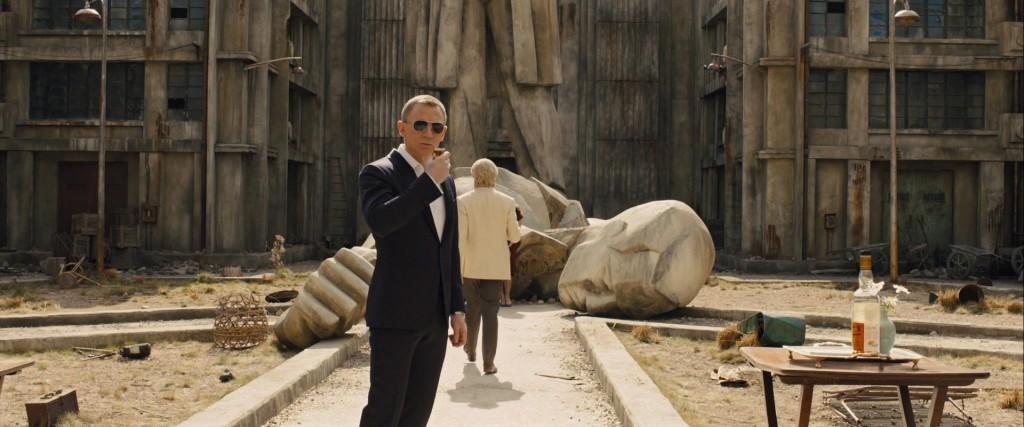 17a96dfa10 Skyfall. Dans le dernier James Bond en date, Spectre (2015), Daniel Craig  porte à nouveau des solaires Tom Ford ...