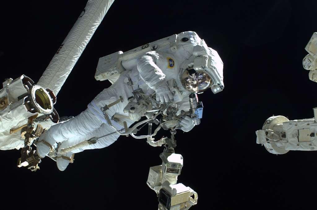 Luca Parmitano lors de sa sortie dans l'espace qui aurait pu lui être fatale. © ESA, Nasa