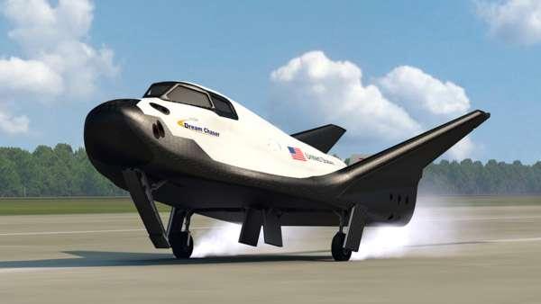 Une vue d'artiste du Dream Chaser, que Sierra Nevada propose à la Nasa pour transporter ses astronautes à bord de la Station spatiale internationale. © Sierra Nevada