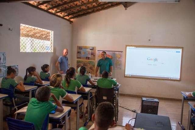 Pour le moment, Google teste son service de connexion Internet par ballons à petite échelle en Nouvelle-Zélande. Plus récemment, au Brésil, des élèves d'une école rurale ontpu accéder à la Toilepour la première fois grâce à la connexion 4G relayée par les ballons Loon. © Google Loon