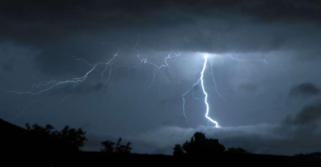 Les éclairs ne s'étendent généralement pas sur une distance de plus de 12 kilomètres et ne durent que quelques centièmes de seconde. © Jean-Marie Muggianu, Flickr, CC by-NC-ND 2.0