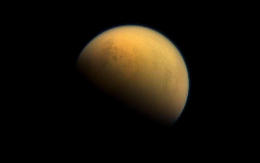 Atmosphère de Titan : une molécule prébiotique découverte