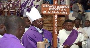 Messe organisée pour le Père Vincent Machozi