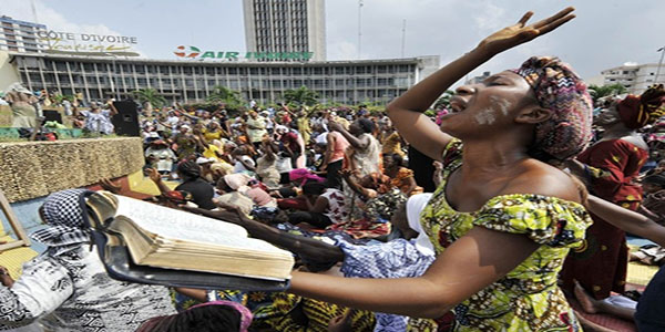Photo de gens en train de prier.