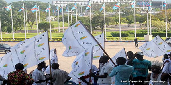 Photo des partisans du parti politique congolais MSR.