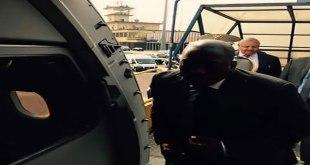 """""""Joseph KABILA"""" lors de son entree a bord d'un avion de la société """"Congo Airways"""""""