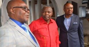 Vital KAMERHE LWA KANYINGINGYI [milieu] avec deux ancien membres de l'UNC.