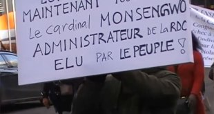 """Un calicot où il est repris, """" Le Cardinal Monsengwo, administrateur de la RDC élu par le peuple """""""