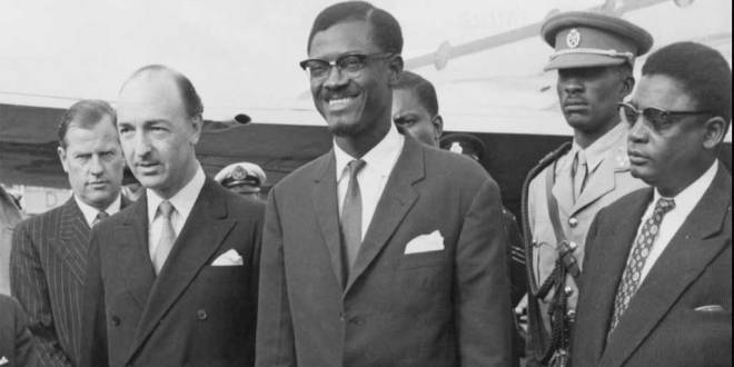 Arrivée de Patrice Lumumba à l'aéroport de Londres, le 23 juillet 1960.