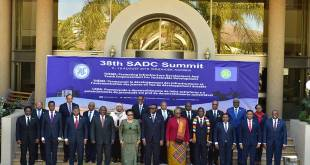 Joseph Kabila (1er gauche). Photo de famille, 38th SADC Summit, Windhoek, Namibia, 17 August 2018.