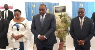 Jean-Pierre BEMBA (au milieu), en position de prière avant sa conférence de presse, Kinshasa, Août 2018.