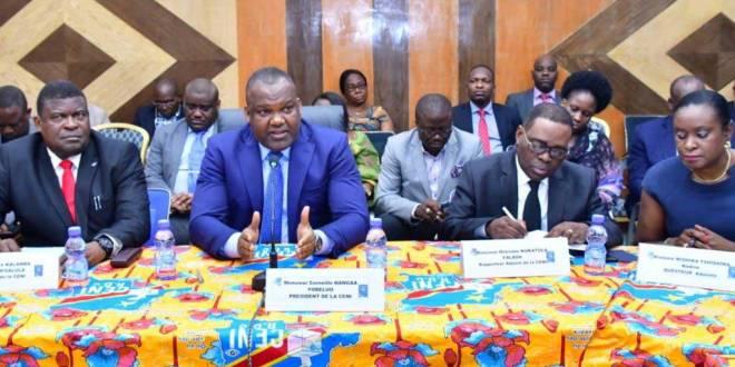 Corneille Nangaa (2ème à gauche), président de la CENI.