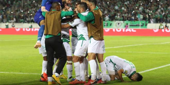 Les joueurs de Raja Casablanca, célèbrent après leurs victoire de 3-0, contre As Vita Club de la RDC.