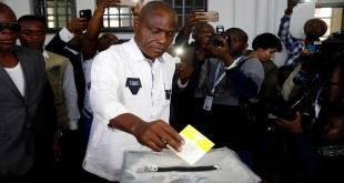 Martin FAYULU en train de voter, le 30 décembre 2018, Kinshasa.