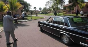 Fatshi, President de la RDC, saluant Joseph Kabila.