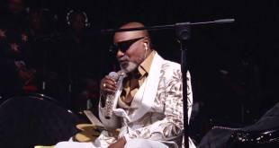 Antoine Christophe Agbepa Mumba dit Koffi Olomide, lors d'un concert acoustique.