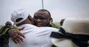 Martin Fayulu MADIDI accueil Jean-Pierre BEMBA, le 23 juin 2019 à son arrivée à Kinshasa.