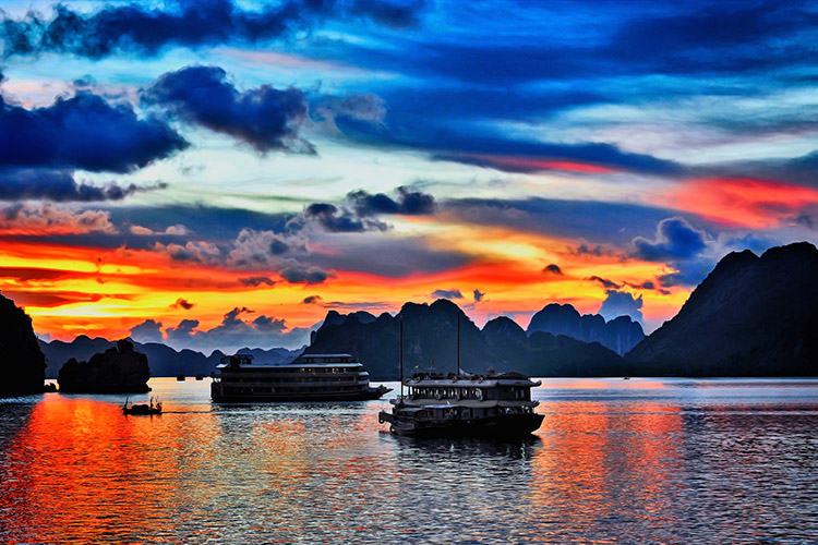 baie d'Halong - feature - luxury travel vietnam