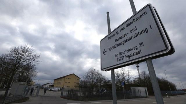 «Porte ouverte aux terroristes» : un journaliste raconte son infiltration dans les centres d'asile