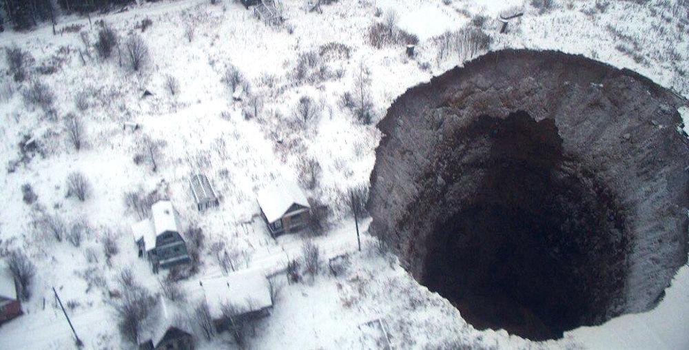 Une gigantesque doline souvre de nouveau en Russie  Changements Terrestres  Sottnet