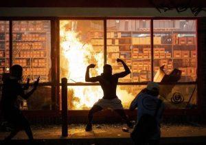 SOTT FOCUS: Minneapolis à feu et à sang –  Du Covid-19 à l'émeute