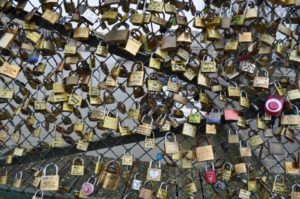 Romantic pont des arts Paris