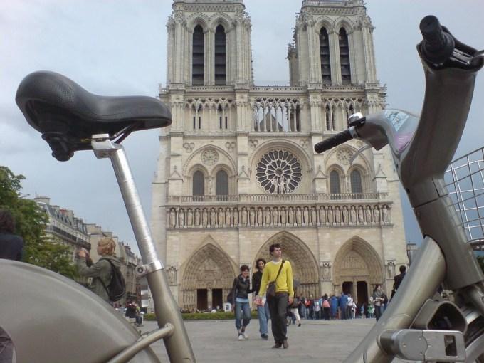 Notre-Dame de Paris à Vélo