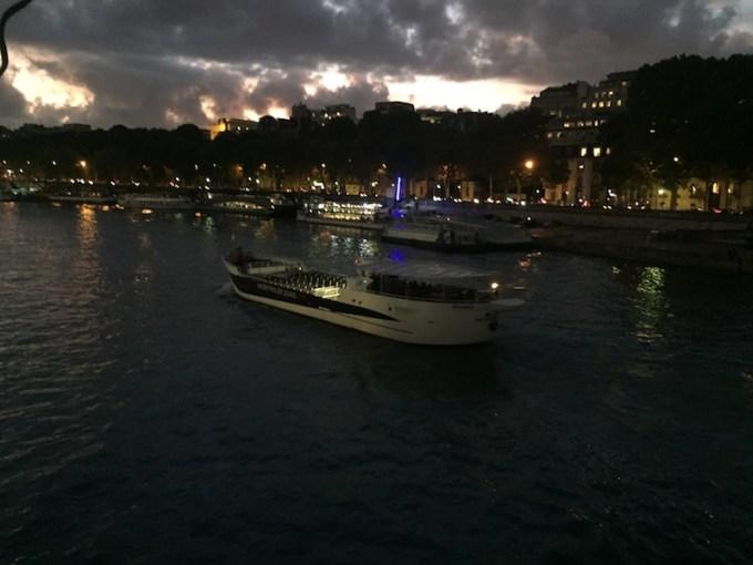 Vedette de Paris au coucher du soleil