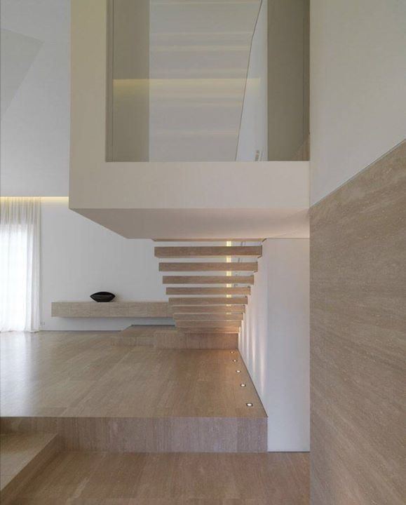 Sols et Escaliers de Travertin Romain