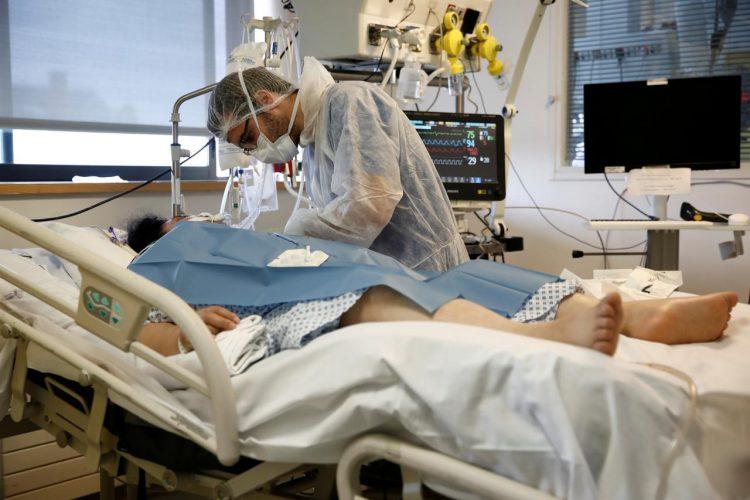 France : Le bilan de l'épidémie de Covid-19 approche les 9.000 morts