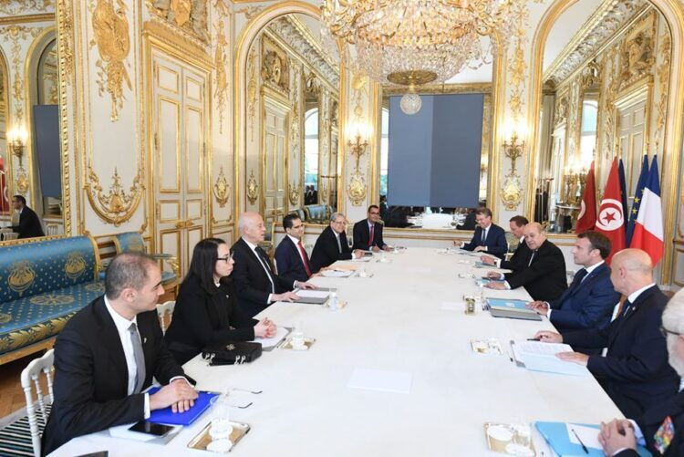 La France débloquera 350 millions d'euros de prêts pour la Tunisie