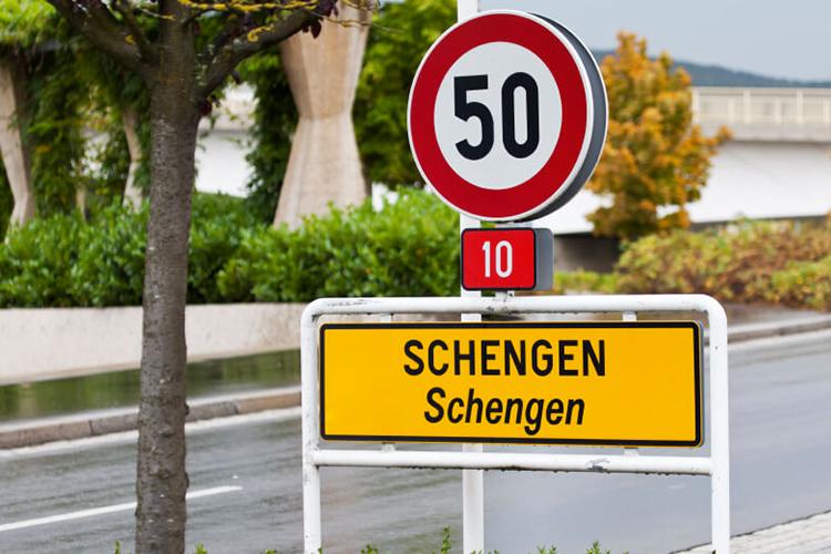 Macron veut une réforme en profondeur de l'espace Schengen