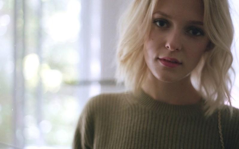 kaki-sweater-very-joelle-paquette-3-b