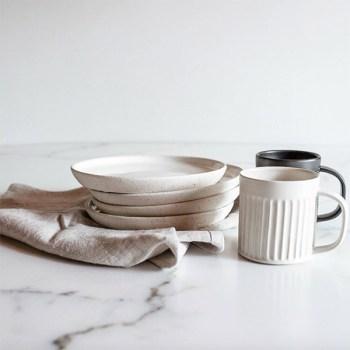 Un ensemble pour la table en céramique fabriqué éthique et localement disponible sur Chic et Basta