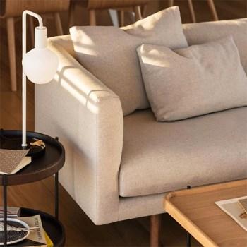 Un sofa fabriqué sur mesure et une table à café par la marque canadienne EQ3