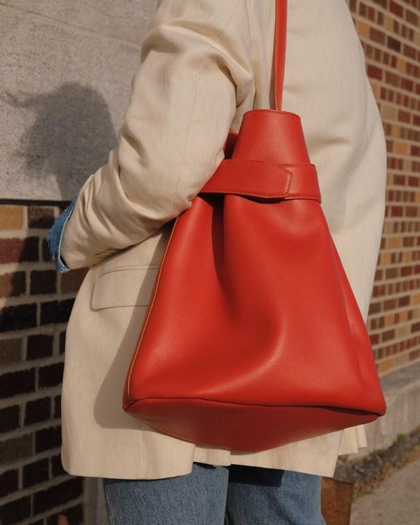 Détails du sac Navona par la compagnie québécoise de sacs à main éthiques en cuir Wearshop