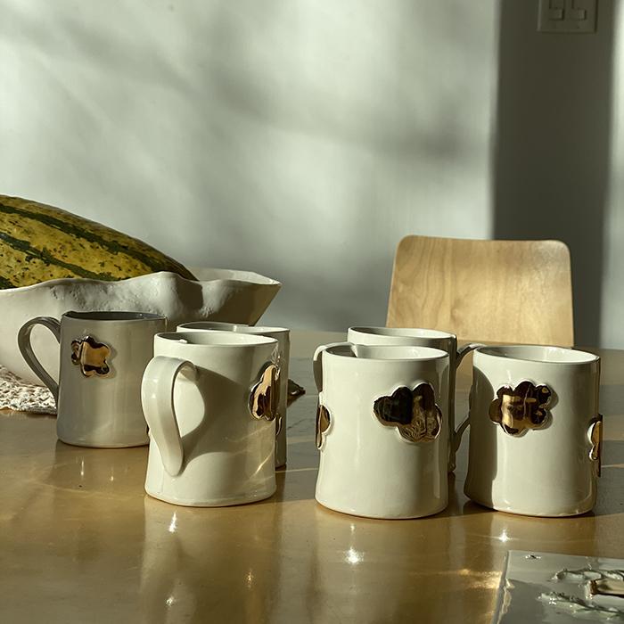 Tasse en céramique faite à la main collaboration de Noémiah et Goye