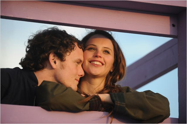 À la folie : Photo Anton Yelchin, Felicity Jones