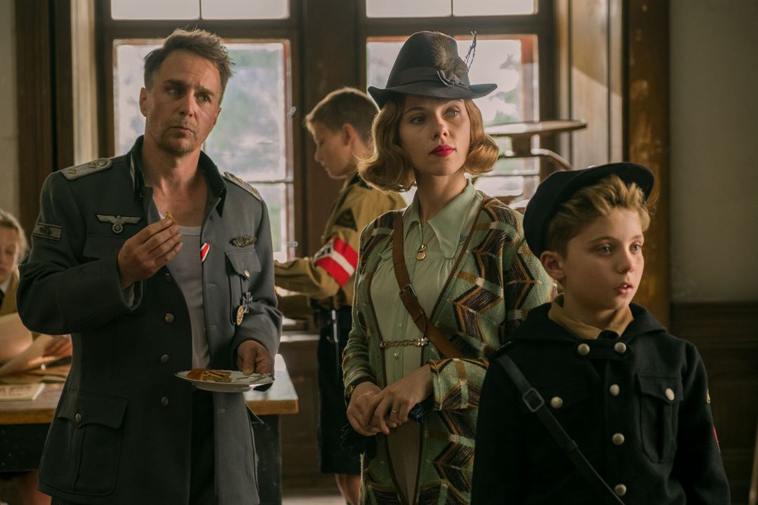 Jojo Rabbit : Photo Roman Griffin Davis, Sam Rockwell, Scarlett Johansson