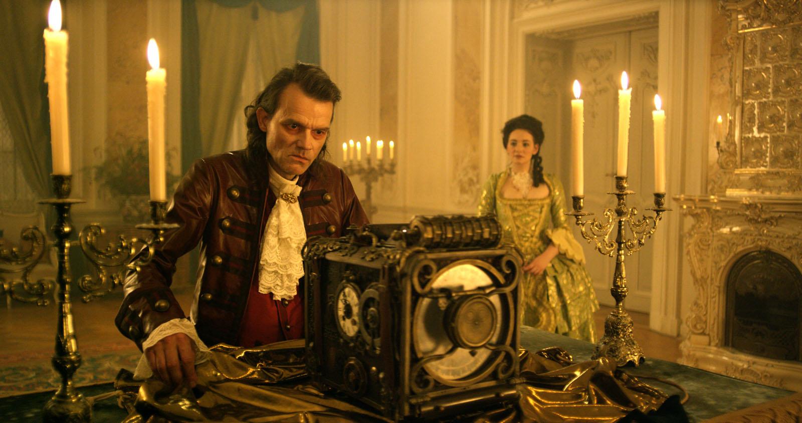 Miro Rakoczy (Butz Ulrich Buse) et Gwendolyn (Maria Ehrich)
