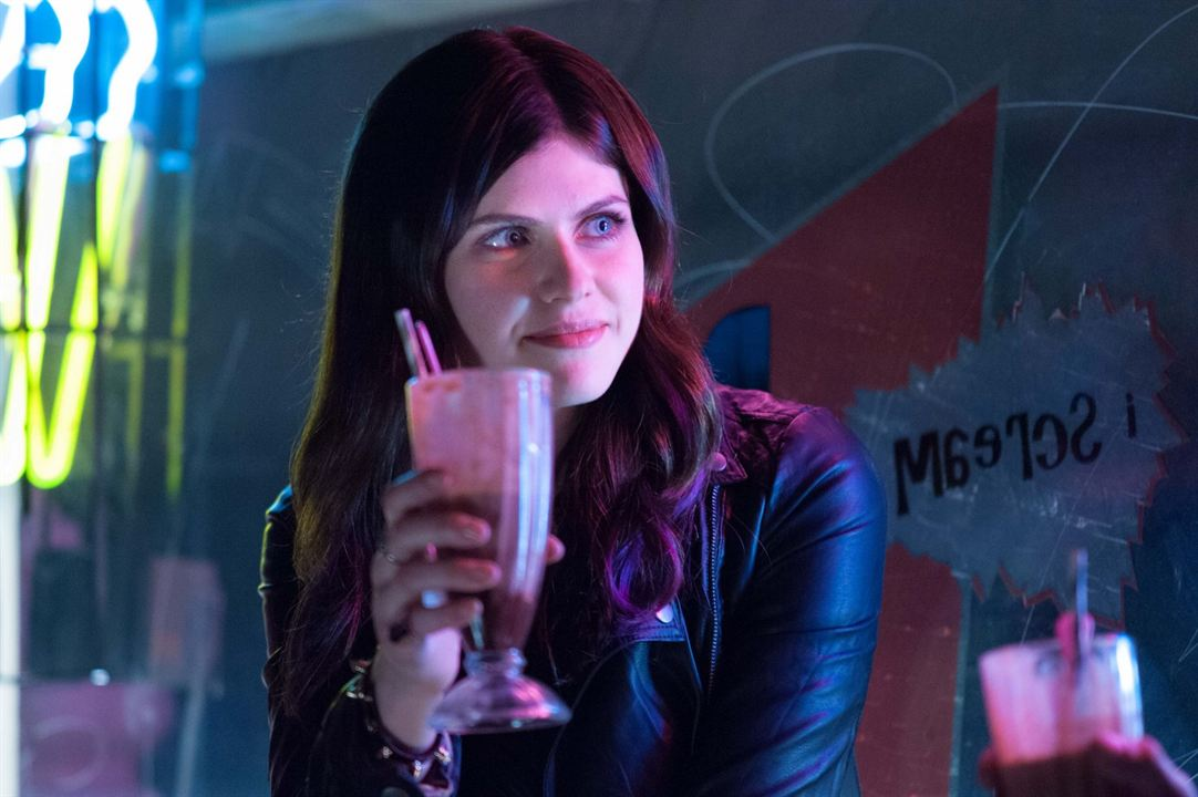 Burying the Ex : Photo Alexandra Daddario