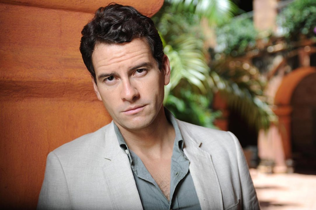 Miguel de Miguel (Blood and Wine Telemundo Cast)