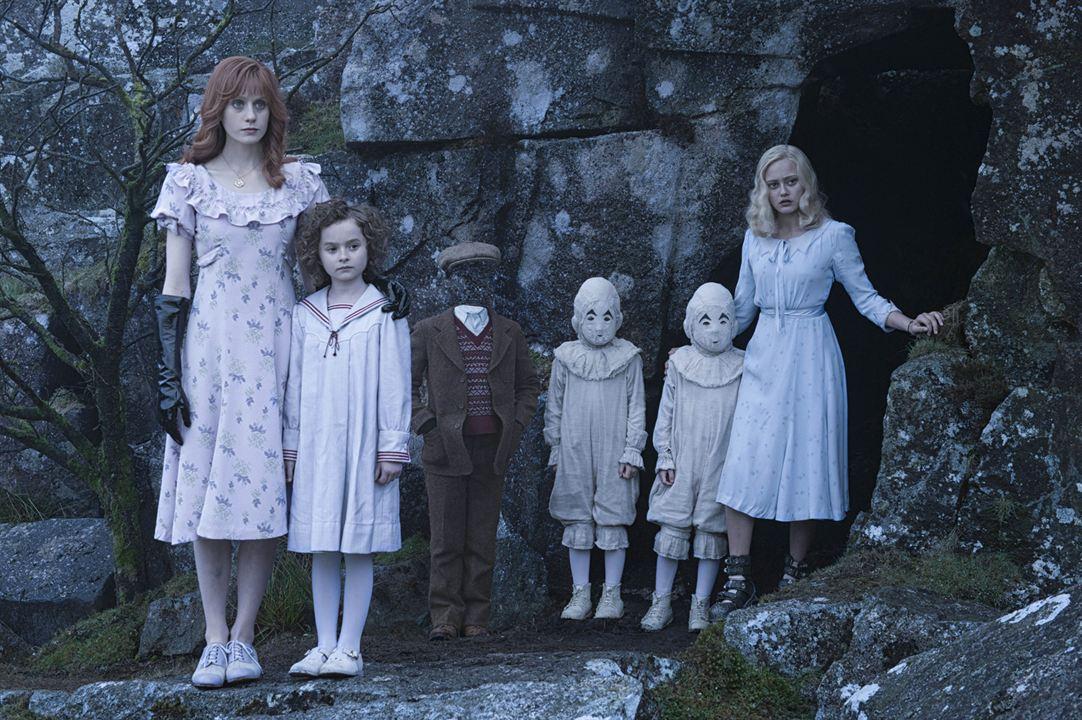 Miss Peregrine et les enfants particuliers : Photo Ella Purnell, Lauren McCrostie, Pixie Davies