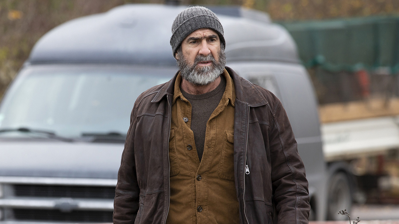 Le voyageur (france 3) : Le Voyageur Le Telefilm De France 3 Avec Eric Cantona Devient Une Serie News Series Allocine
