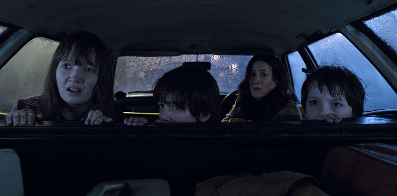 Conjuring 2 : Le Cas Enfield : Photo Benjamin Haigh, Lauren Esposito, Maria Doyle Kennedy, Patrick Mcauley
