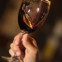 En Russie un homme poignarde sa petite amie 129 fois, puis dévore son cœur avec un verre de vin