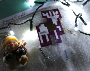Il gancino e l'adesivo per appendere il calendario